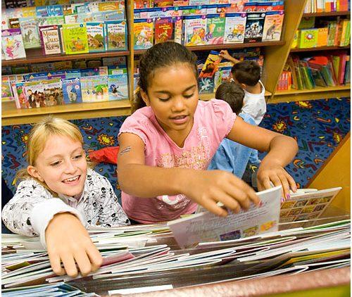 Chọn sách cho con tuổi tiểu học như thế nào?