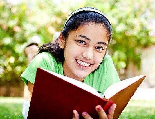 Đọc sách hè này - Gợi ý danh mục sách tiếng Việt hay cho trẻ 13-14 tuổi (Ảnh: iStock)