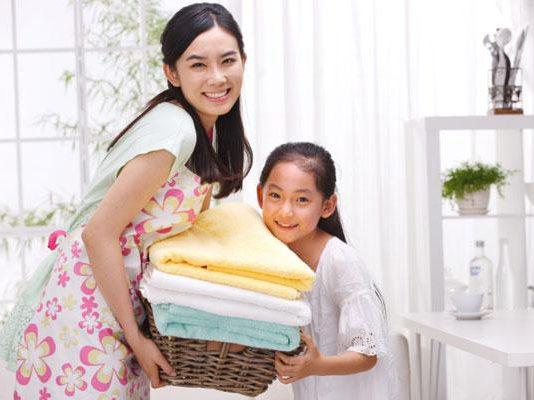 Dạy con làm việc nhà: sáng tạo những mẹo hay giúp trẻ thêm hứng thú (Ảnh: homecleanz.com)