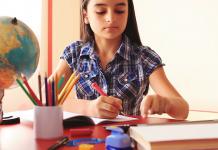 Cha mẹ giúp trẻ xử lý bài tập về nhà: Dành cho HS cấp 2 (Ảnh: Video Blocks)