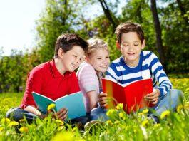 Cách chọn và đọc sách giúp trẻ mở rộng kiến thức nền (Ảnh: Family Fun Canada)
