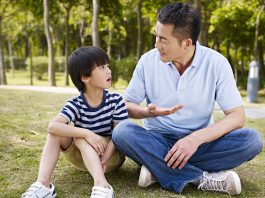 Hỏi con câu gì để thêm hiểu, thêm gắn kết với con? (Ảnh: msutoday.msu.edu)