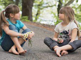 3 hoạt động giúp bé tăng cường kỹ năng nghe (Ảnh: Redlands First United Methodist Church)