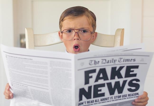 Đọc phản biện: Dạy trẻ phân biệt tin thật, tin giả (Ảnh: Read Brightly)