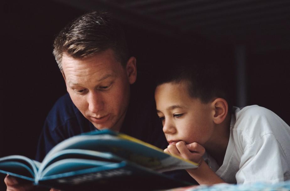 5 lý do đọc sách cho con khi trẻ đã lớn vẫn là tốt nhất (Ảnh: Teachers With Apps)