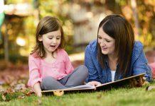 Đọc sách giúp cha mẹ trò chuyện với con về chủ đề khó như thế nào? (Ảnh: ABC7 San Francisco)