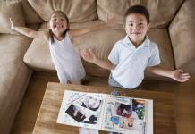 7 hoạt động, trò chơi trong nhà để bé vừa chơi vừa học (Ảnh: via Verywellfamily)