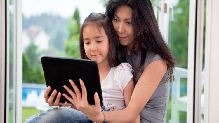 Một số lưu ý cho cha mẹ khi đọc e-book cùng con