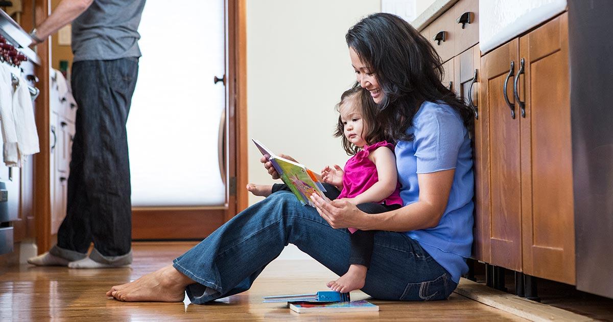 Đặt sách ở những vị trí này trong nhà, trẻ sẽ mê đọc sách hơn (Ảnh: Read Brightly)