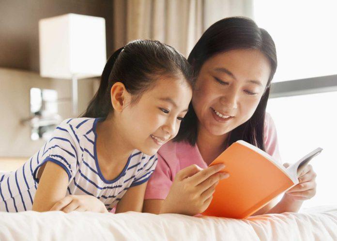 25 hoạt động giúp bé 0-11 tuổi đọc sách thật vui (P3) (Ảnh: Brightly)