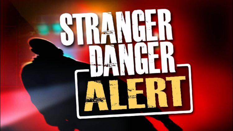 Dạy con quy tắc an toàn với người lạ: Cần cập nhật những gì?
