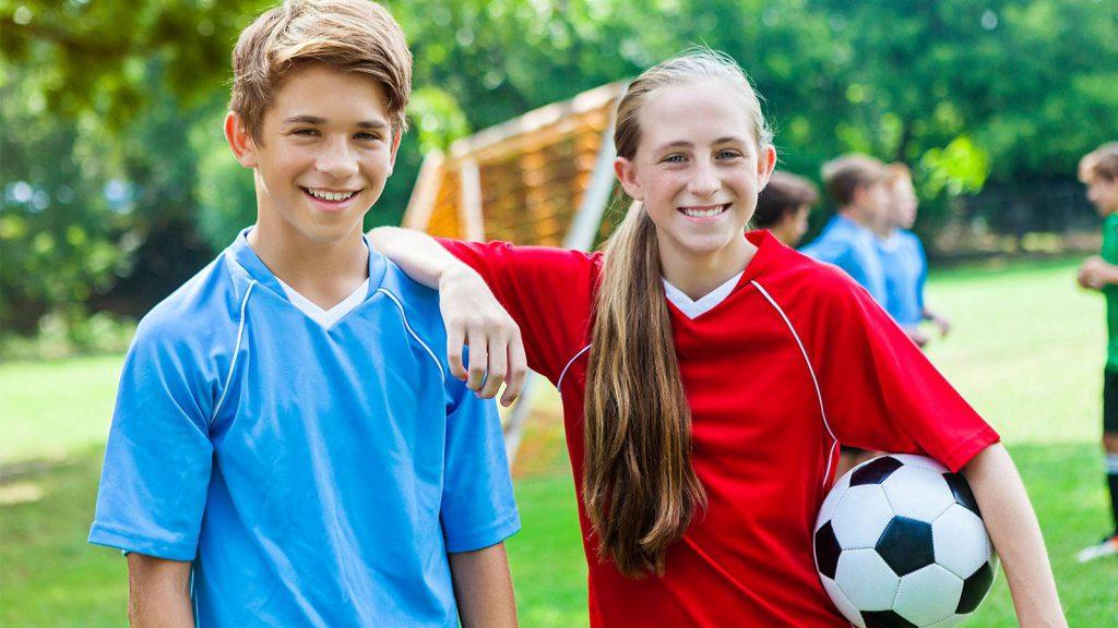 5 cách nuôi dưỡng tình bạn khác giới đẹp cho trẻ Tiểu học (Ảnh: Smart Parents)