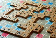 Ghép từ - trò chơi kinh điển để trẻ tăng vốn từ vựng (Ảnh: Test IQ)