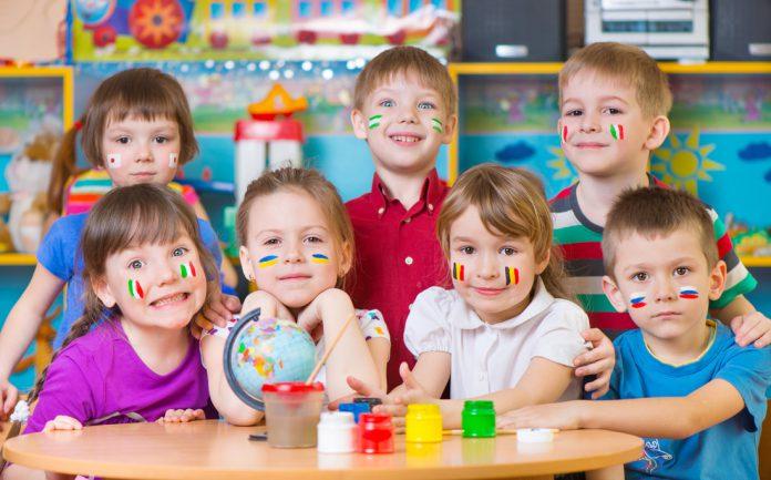 10 hoạt động hè giúp trẻ không quên trau dồi ngôn ngữ (Ảnh: ESL Full Immersion Classes in Los Angeles)