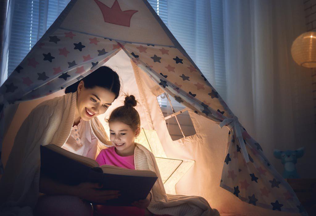 Vì sao nên đọc cho con sách yêu thích thuở nhỏ của bạn? (Ảnh: FirstCry Parenting)