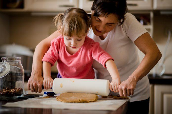 Phòng bếp: Con có thể học được những gì? (Ảnh: Pathways.org)