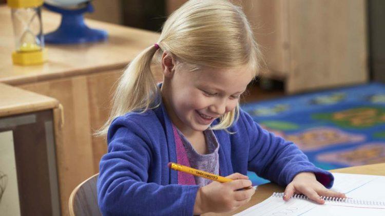 Những điều cha mẹ cần biết về kỹ năng viết cho trẻ 2-4 tuổi