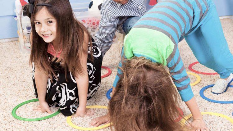 8 hoạt động trong nhà cho bé siêu hiếu động