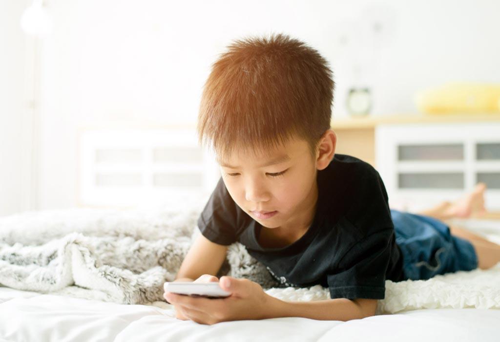Sử dụng quá nhiều điện thoại thông minh, trẻ sẽ… mọc sừng?