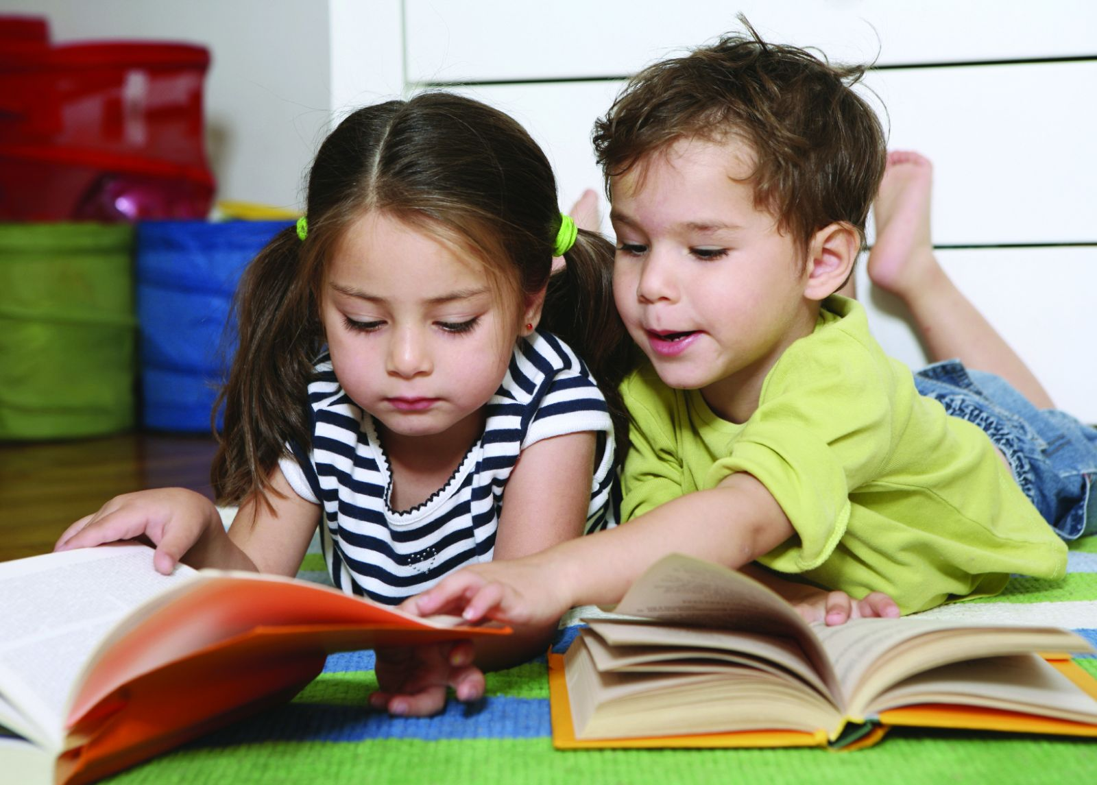 Mẹo giúp trẻ đọc nhiều sách hơn trong năm mới 2019 (Ảnh: blog.beamingbooks.com)