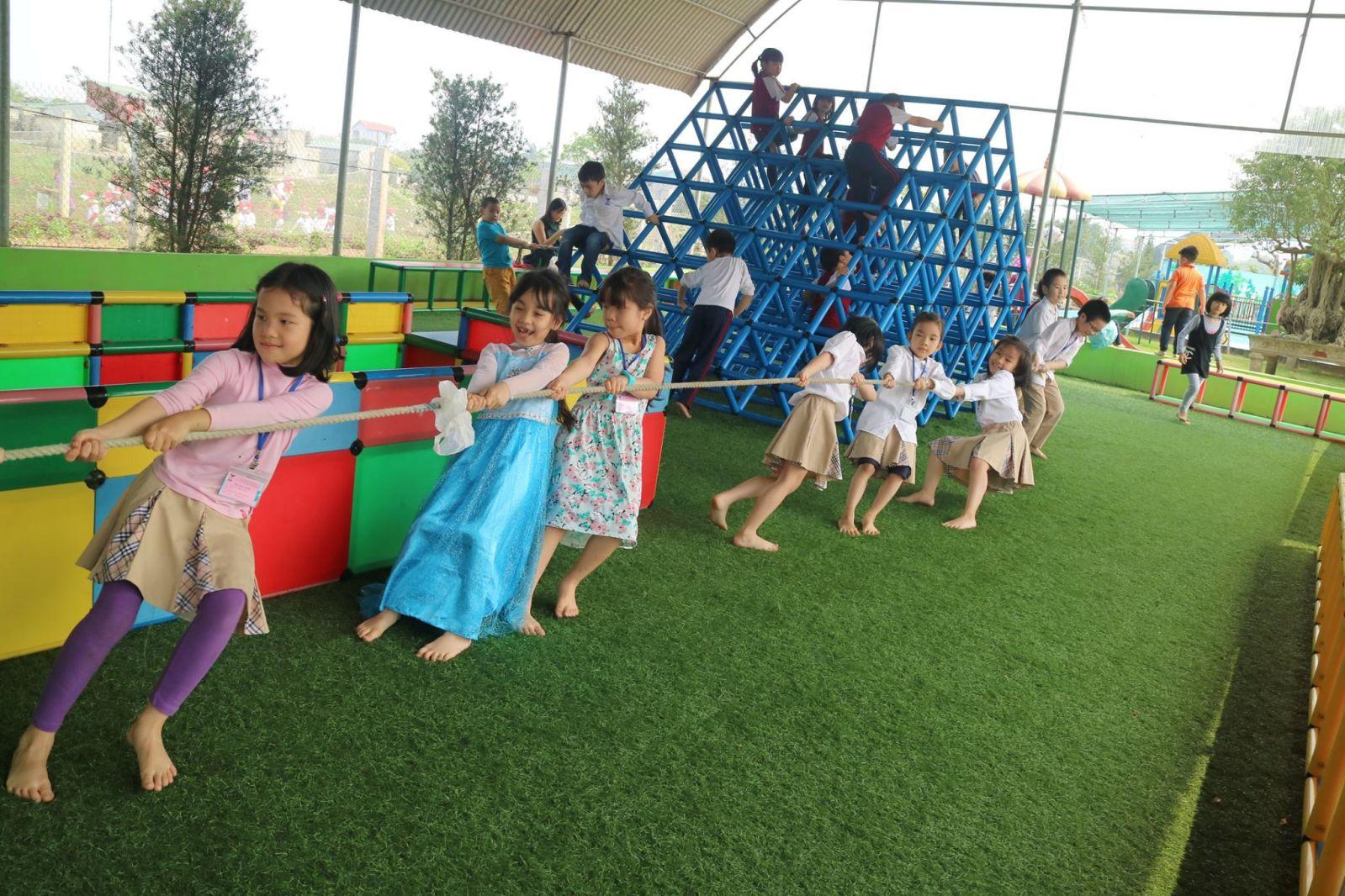 Sân cỏ nhân tạo phục vụ cho các môn học thể chất
