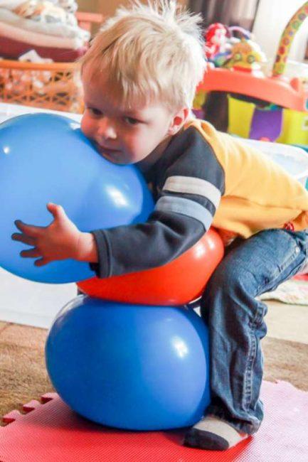 Các trò chơi chướng ngại vật thích hợp cho trẻ (Ảnh: handsonaswegrow)