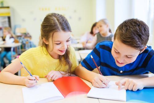 Viết sáng tạo – làm thế nào để gợi hứng thú cho trẻ? (Ảnh: Home School Coach)