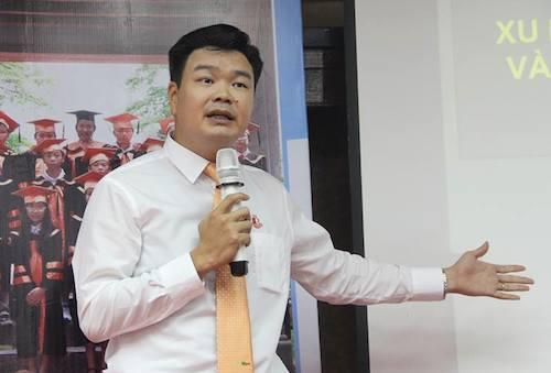 Nhà quản lý giáo dục Hoàng Tùng, ông bố 3 con, chia sẻ cách chọn trường cho con.