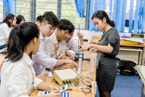 Môi trường học tập tạo điều kiện để học sinh thực hành là một trong những tiêu chí để quyết định chọn trường cấp 3 phù hợp