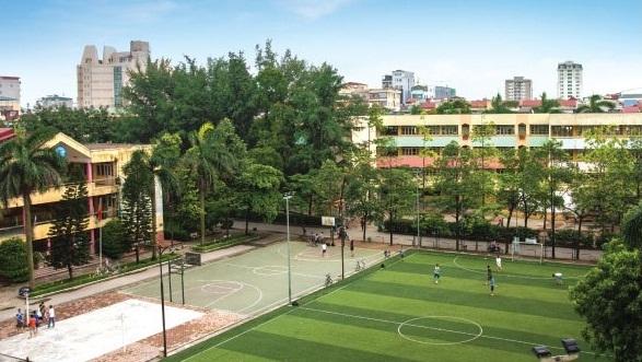 Sân bóng cỏ nhân tạo trường Thực Nghiệm (Ảnh: website nhà trường)