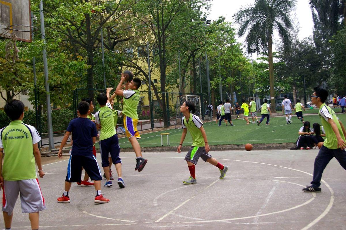 Sân bóng rổ trường Thực Nghiệm (Ảnh: website nhà trường)