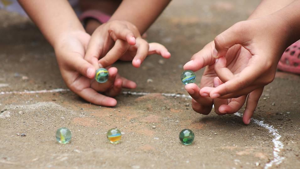 7 trò chơi truyền thống Singapore cho trẻ Tiểu học (Ảnh: Smart Parents)