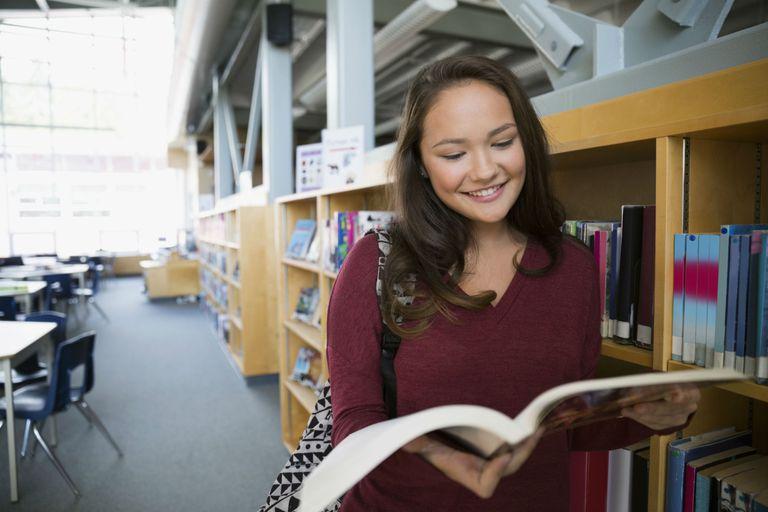 Mẹo giúp trẻ đọc nhiều sách hơn trong năm mới 2019 (Ảnh: ThoughtCo)
