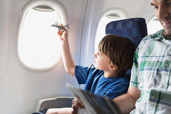 Tổng hợp trò chơi cho bé trên ô tô, máy bay, ở nhà hàng