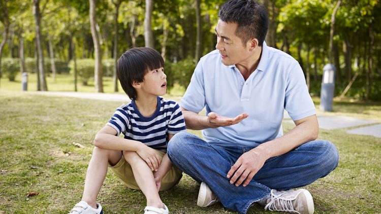 Hỏi con câu gì để thêm hiểu, thêm gắn kết với con?