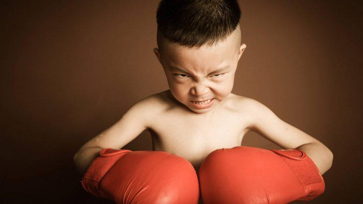 Dạy con mạnh mẽ: 4 cách giúp con đương đầu thử thách