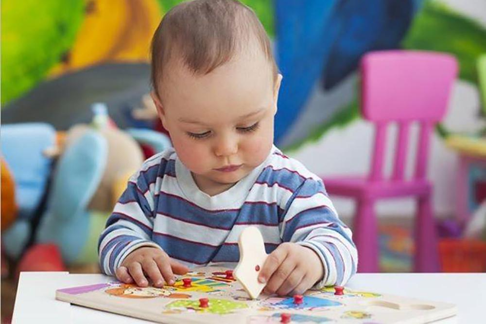 Khuyến khích trẻ tự chơi bằng cách nào?