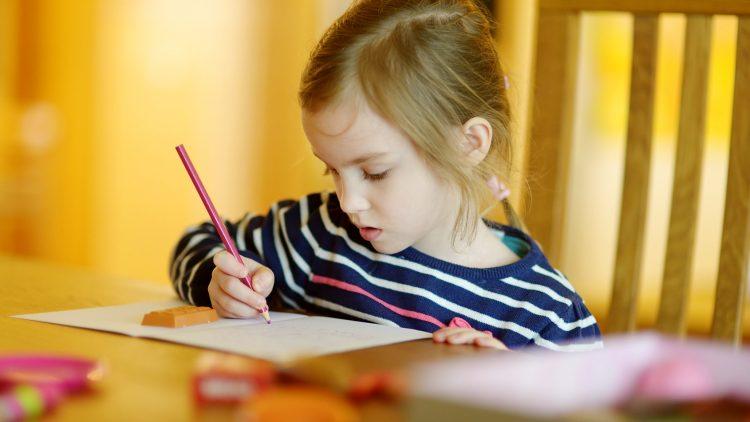 Cha mẹ làm gì để rèn tính tập trung cho trẻ?