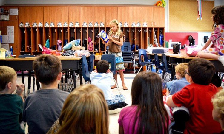 """10 ý tưởng """"Show and Tell"""" để dạy trẻ thuyết trình (Ảnh: Mom.me)"""