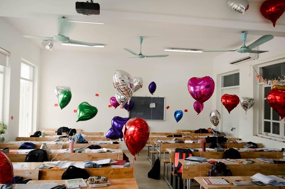 Hình ảnh lớp học trường phổ thông chuyên ngoại ngữ.